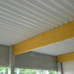 Sandwichpanelen voor platte daken, een alternatief voor traditioneel steeldeck